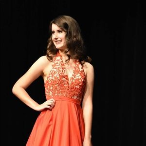 Size 4 red Sherri hill